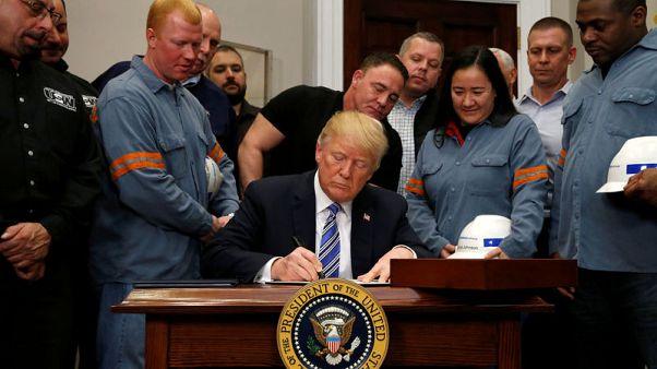 ترامب يعلن فرض رسوم جمركية على الصلب والألومنيوم ويستثني كندا والمكسيك