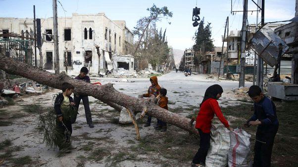 مراهق سوري ينشر تسجيلات مصورة من أنقاض الغوطة الشرقية
