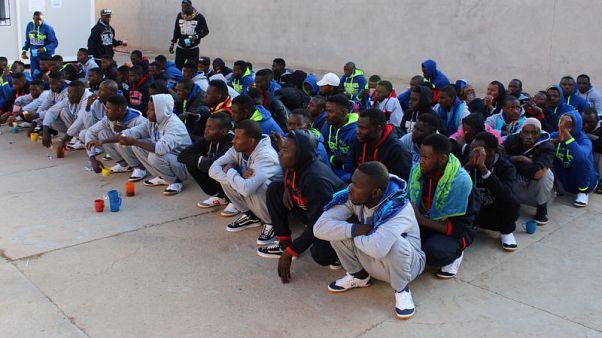 انتشال مئات المهاجرين من البحر بين ليبيا وإيطاليا