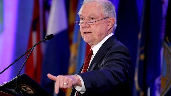 وزير العدل الأمريكي ينتقد تجميد الأوامر التنفيذية لترامب