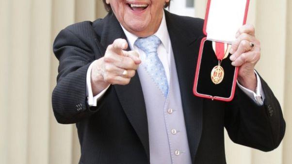 وفاة الكوميديان البريطاني كين دود عن عمر 90 عاما