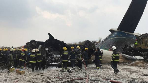 مقتل 50 على الأقل في تحطم طائرة من بنجلادش في نيبال