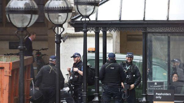متحدث: المادة المريبة المكتشفة في مقر برلمان بريطانيا غير خطيرة