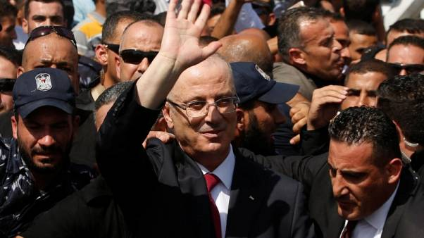 رئيس الوزراء الفلسطيني بخير بعد انفجار في غزة قرب موكبه