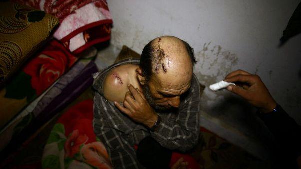 التلفزيون السوري يظهر مجموعة مدنيين يقول إنهم يغادرون الغوطة الشرقية