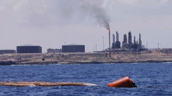 موقع ليبي: توقف تحميلات النفط الليبي في ميناء الزاوية للتصدير بسبب إضراب