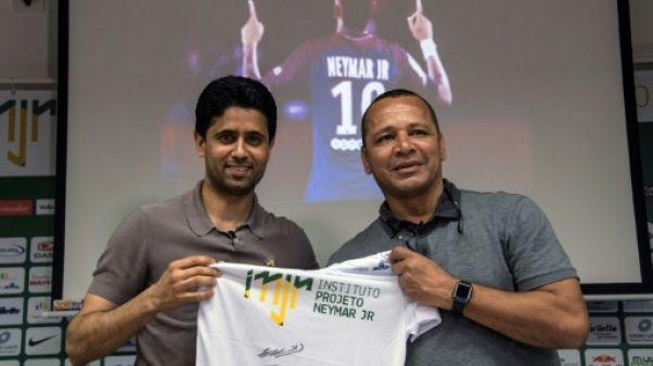 """Ligue 1: le père de Neymar assure que son fils """"a un avenir"""" au PSG"""