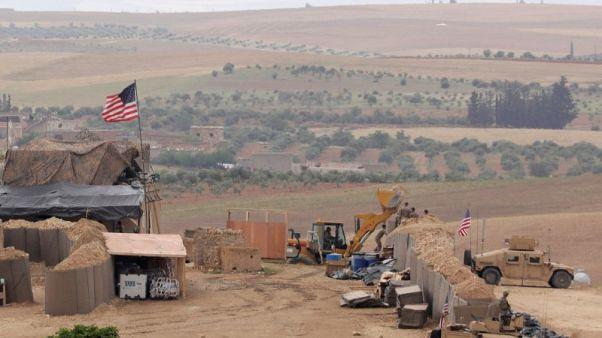 مسؤول سوري معارض: أمريكا أقامت قاعدة في منبج بعد تهديدات تركية