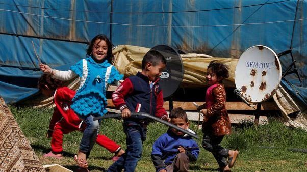 آلام اللاجئين السوريين.. كبار يرجون النسيان وصغار يتشبثون بماض مفقود