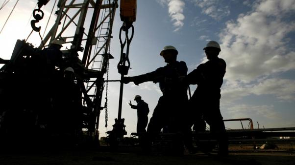 وكالة الطاقة: الطلب العالمي على النفط يتسارع لكن دون المعروض