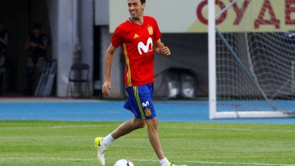 بوسكيتس لاعب وسط برشلونة يغيب لثلاثة أسابيع بسبب الإصابة