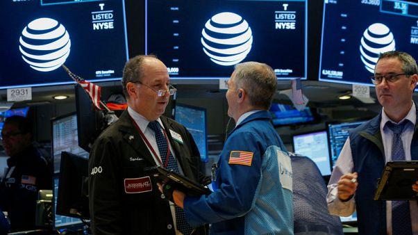 الأسهم الأمريكية تفتح منخفضة بفعل شركات الرقائق وأبل