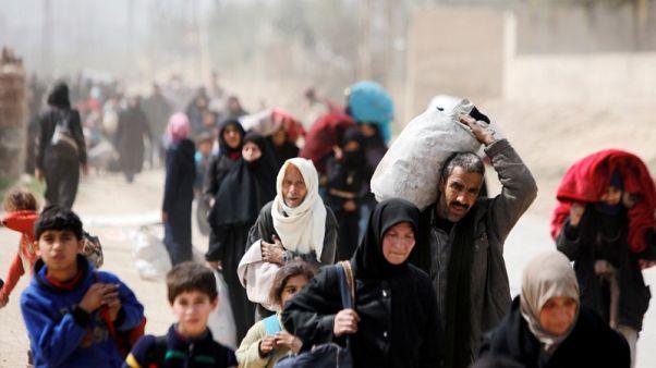 آلاف السوريين يفرون مع دخول معركتي الغوطة وعفرين مراحل حاسمة