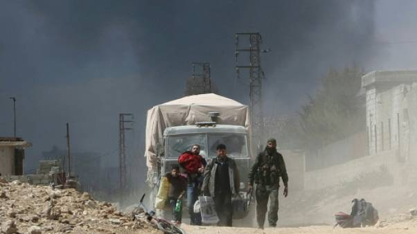 Syrie: près de 80 morts dans des raids sur la Ghouta, fuite de civils