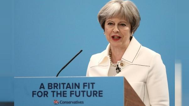 Theresa May rassemble son parti en ciblant la Russie