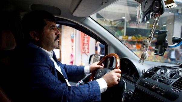 سائقو السيارات الأجرة باسطنبول يرفعون دعوى من أجل وقف عمل شركة أوبر
