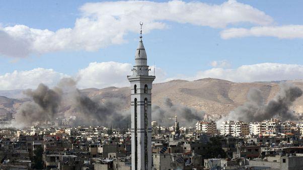 المرصد السوري: 30 قتيلا في ضربات جوية على بلدة في الغوطة الشرقية