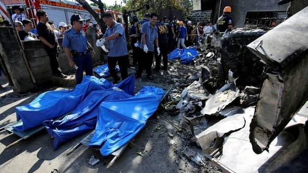 مقتل 10 في تحطم طائرة صغيرة على مشارف عاصمة الفلبين