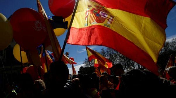 """Catalogne: des milliers d'anti-indépendantistes veulent un retour à la """"sagesse"""""""