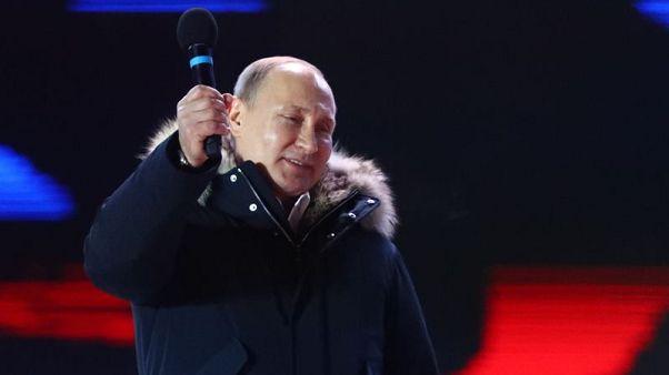 بعد انتخابه .. بوتين يضحك على سؤال عن ترشحه لفترة رئاسية جديدة