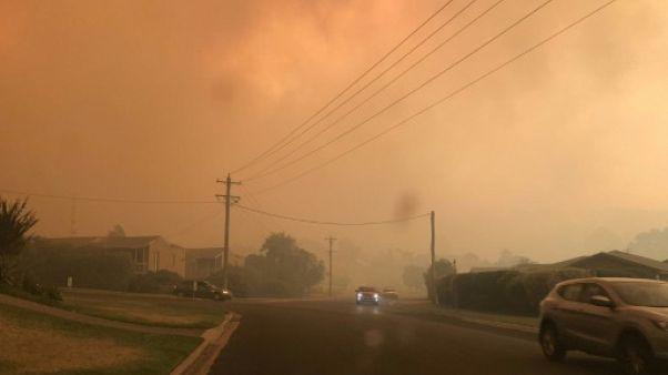 Violents incendies en Australie: des dizaines d'habitations détruites