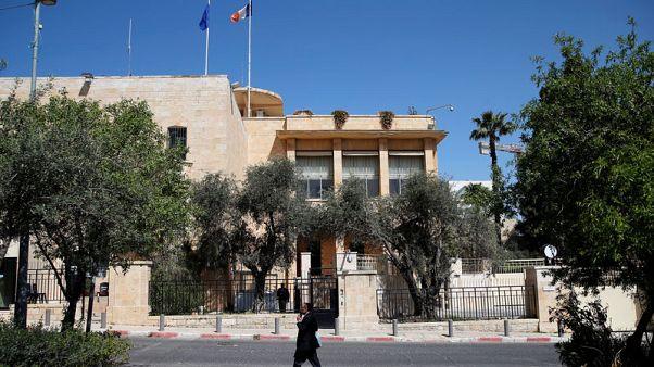 إسرائيل تتهم سائقا بقنصلية فرنسا بتهريب أسلحة للفلسطينيين
