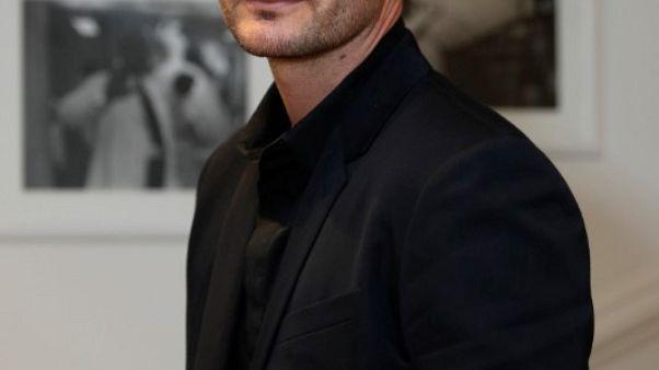 مصمم الأزياء الرجالية كريس فان أش يترك دار كريستيان ديور
