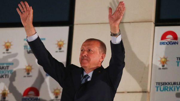 حليف للحزب التركي الحاكم: ينبغي إبقاء حالة الطوارئ لفترة