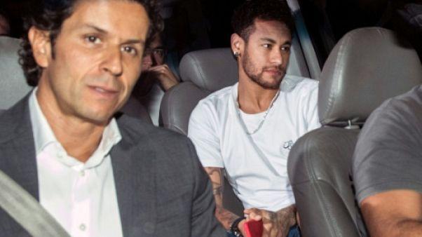 """PSG: """"Tout se passe bien"""" pour la rééducation de Neymar, selon son médecin"""