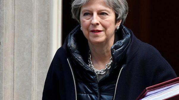 رئيسة وزراء بريطانيا تدعم التحقيق مع مؤسسة كمبردج أناليتيكا
