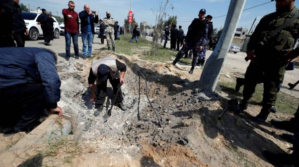 مسؤول: احتجاز مشتبه به في محاولة اغتيال رئيس الوزراء الفلسطيني