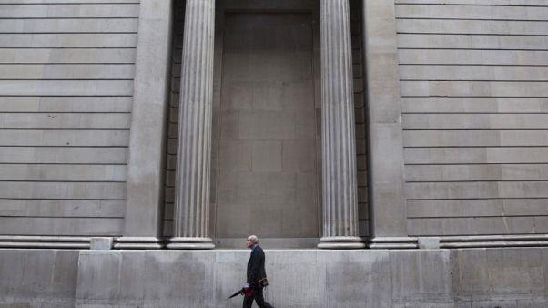 بنك انجلترا يبقي على أسعار الفائدة دون تغيير