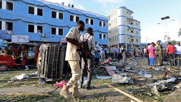 مقتل 6 في انفجار خارج فندق بالعاصمة الصومالية