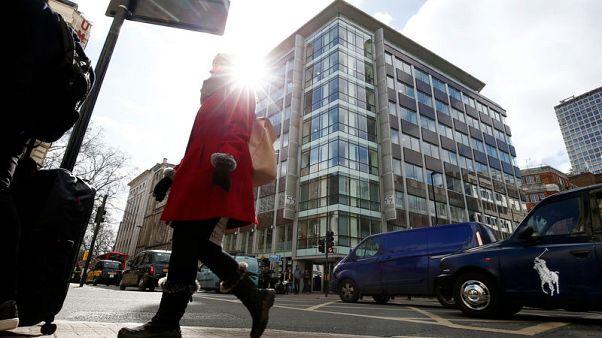 محكمة بريطانية تؤجل منح إذن بتفتيش مقر شركة كمبردج أناليتيكا