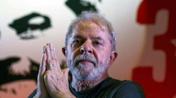 Brésil: la prison épargnée à Lula, au moins pour deux semaines