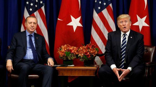 ترامب وإردوغان يتفقان هاتفيا على تحسين العلاقات بين أمريكا وتركيا