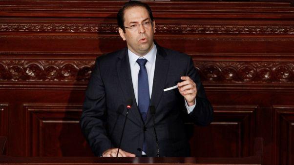 رئيس وزراء تونس يقول الإصلاحات ستستمر وإن كان الثمن منصبه