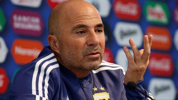 المدرب سامباولي: الأرجنتين ستكون منتخب ميسي في كأس العالم