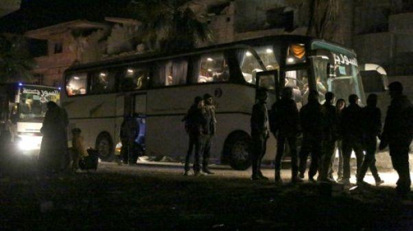 Syrie: une première vague de rebelles évacués de leur avant-dernière enclave dans la Ghouta