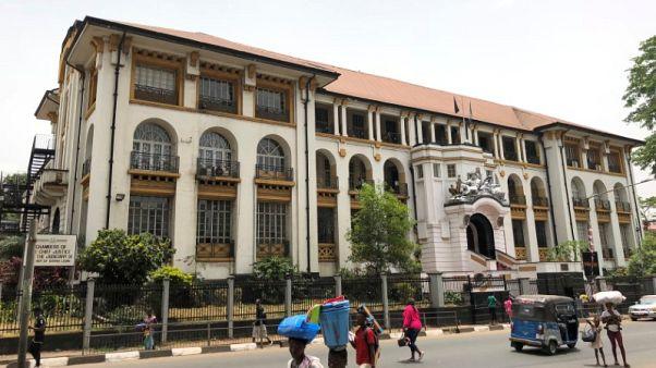 محكمة في سيراليون توافق على تأجيل جولة الإعادة في الانتخابات الرئاسية