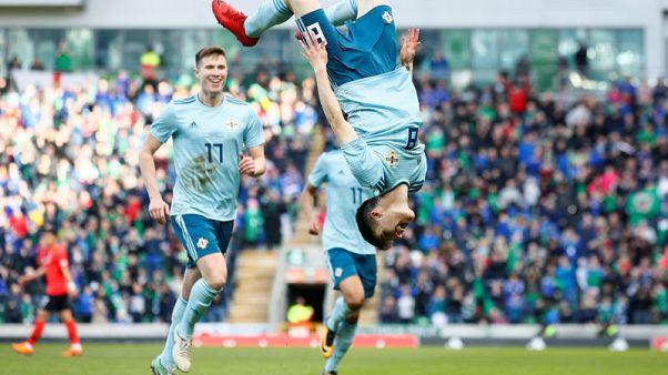 أول هدف دولي لسميث يمنح ايرلندا الشمالية الفوز على كوريا الجنوبية