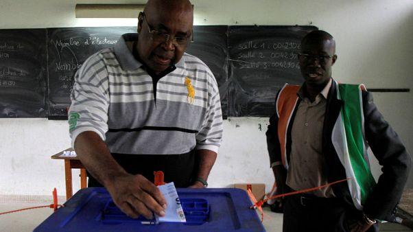 ناخبون في ساحل العاج يصوتون لاختيار أعضاء مجلس الشيوخ
