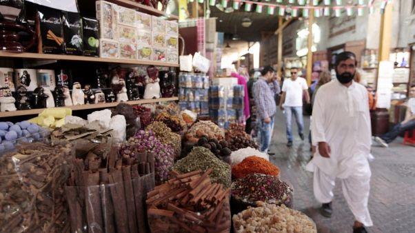 تضخم الإمارات يتراجع في فبراير بعد قفزة بفعل ضريبة جديدة