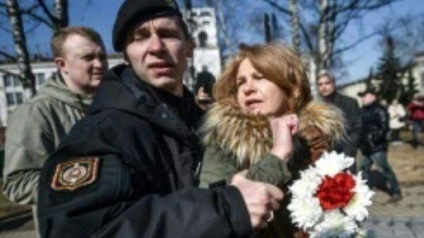 """Bélarus: une trentaine d'opposants arrêtés au """"Jour de la liberté"""""""