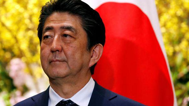 استطلاع: نصف اليابانيين يعتقدون أن آبي يجب أن يستقيل