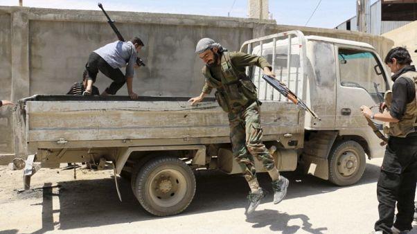 مقاتلو المعارضة السورية يتبادلون الاتهامات بعد هزيمة الغوطة