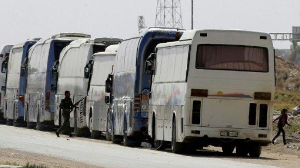 Syrie: le plus important convoi évacuant des rebelles a quitté la Ghouta orientale