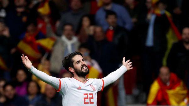 إسبانيا تسحق الأرجنتين 6-1 وإيسكو يسجل ثلاثية