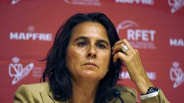 الاسبانية مارتينيز تترك الفريق التدريبي لمواطنتها موجوروزا