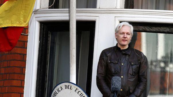 الإكوادور تقطع الاتصالات عن أسانج مؤسس ويكيليكس بسبب تعليقات